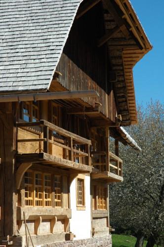 Projektbild Sanierung des historischen Roethenlochhofs bei Unterkirnach, Schwarzwald mit Link zur Projektseite, Neubaustandard
