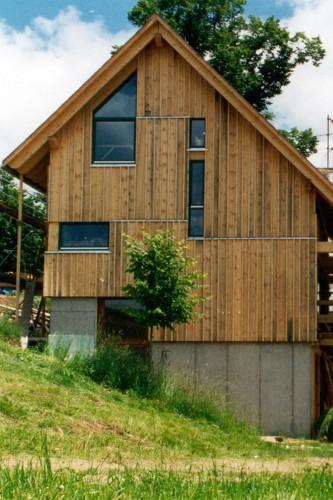 """Projektbild Neubau eines Atelier- und Wohnhauses """"Haus der Kuenstler"""" in Furtwangen-Neukirch mit Link zur Projektseite"""