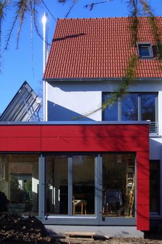 Projektbild Erweiterung und Sanierung einer Doppelhaushaelfte in Karlsruhe mit Link zur Projektseite, Neubaustandard