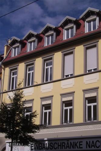 Projektbild Sanierung eines denkmalgeschuetzten Mehrfamilienhauses in Karlsruhe mit Link zur Projektseite, Neubaustandard